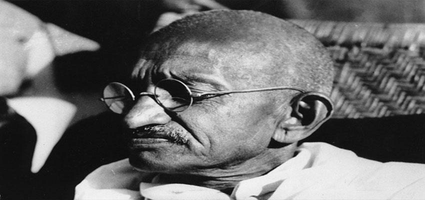 Primo piano del viso del Mahatma Ghandi