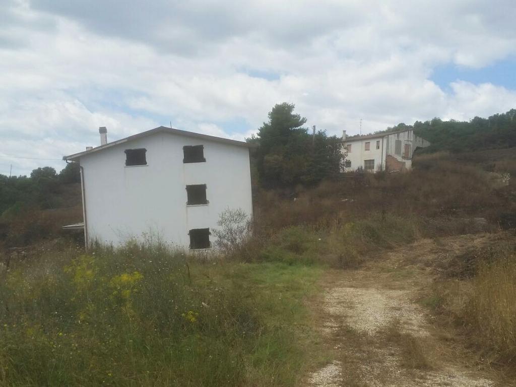 casa pericolante Cammino Francesco 2016