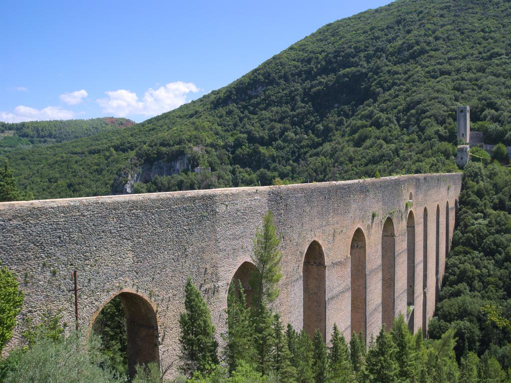 ponte torri Spoleto Cammino Francesco 2016